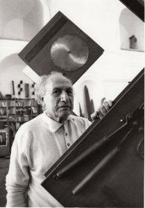 Ezio De Felice nello studio a Donn'Anna 1984 ph Gianni Fiorito